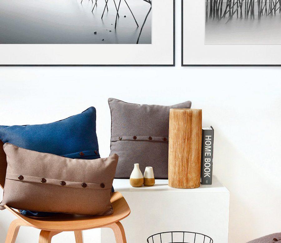 alpha-kaders-in-interieur-met-stoel-en-kussen