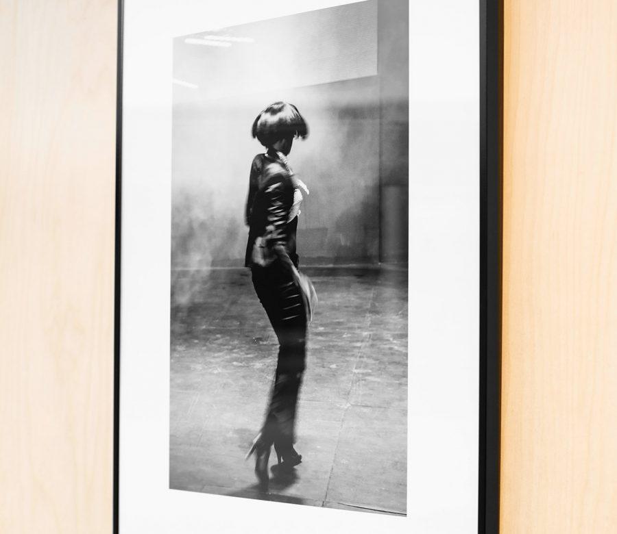 aluminium-kader-zwart-foto-vrouw-veronique-bruyneel