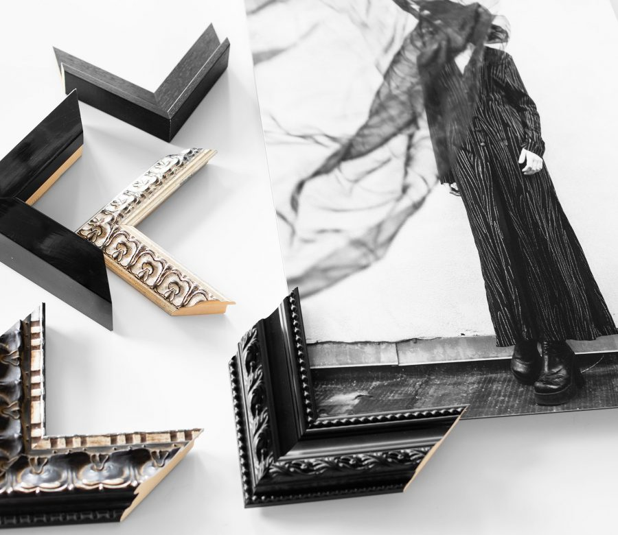 traditionele-kaderstijl-zwart-barok-profielen-bij-foto-vrouw